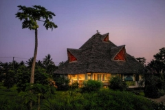 Romantic-Papaya-villa-by-the-evening-light-w800